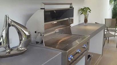 Modern Outdoor Kitchen in Monterray